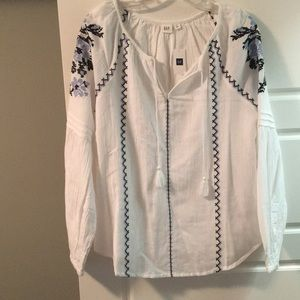 Gap Sz S NWT embroidered peasant blouse